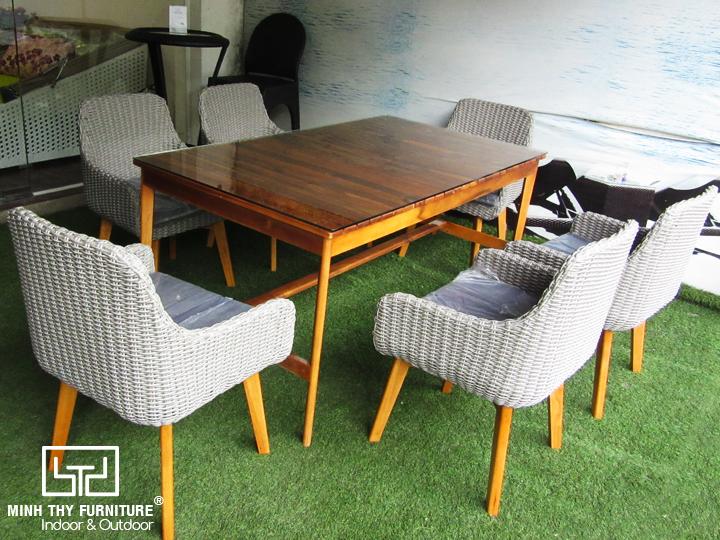 bộ bàn ghế ăn nhựa giả mây kết hợp giữa gỗ và mây nhựa