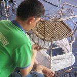 Cách bước đan ghế nhựa giả mây tại xưởng Minh Thy