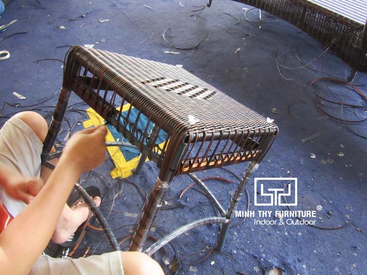 Hướng dẫn đan bàn ghế mây nhựa bờ hồ ngoài trời
