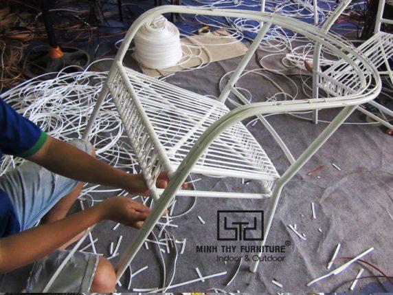 Cách Minh Thy Furniture làm ra những sản phẩm ghế cafe mây nhựa chất lượng
