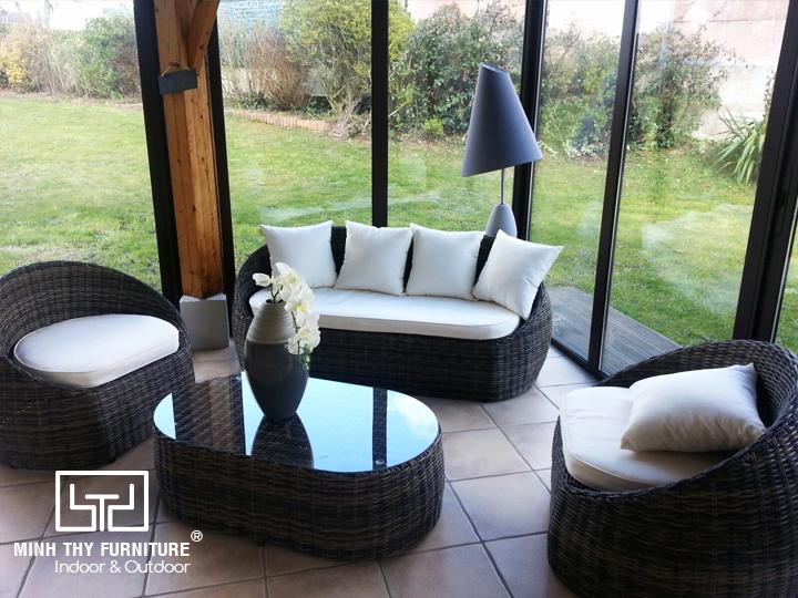 Sofa mây nhựa phòng khách tô điểm cho không gian sống