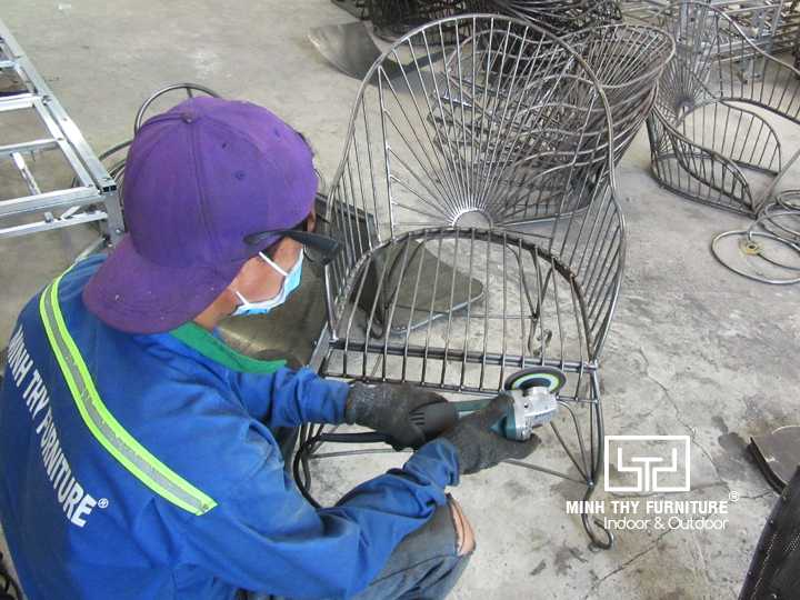 Video hoàn thiện ghế sắt cafe sân vườn MT419 tại xưởng cơ khí Minh Thy
