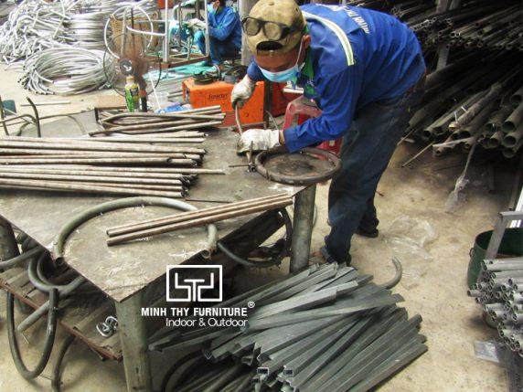 Làm sao để làm ra được sản phẩm ghế sắt lưới đẹp mắt?