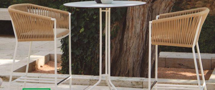 Bàn ghế quầy bar được thiết kế sang trọng và tinh tế