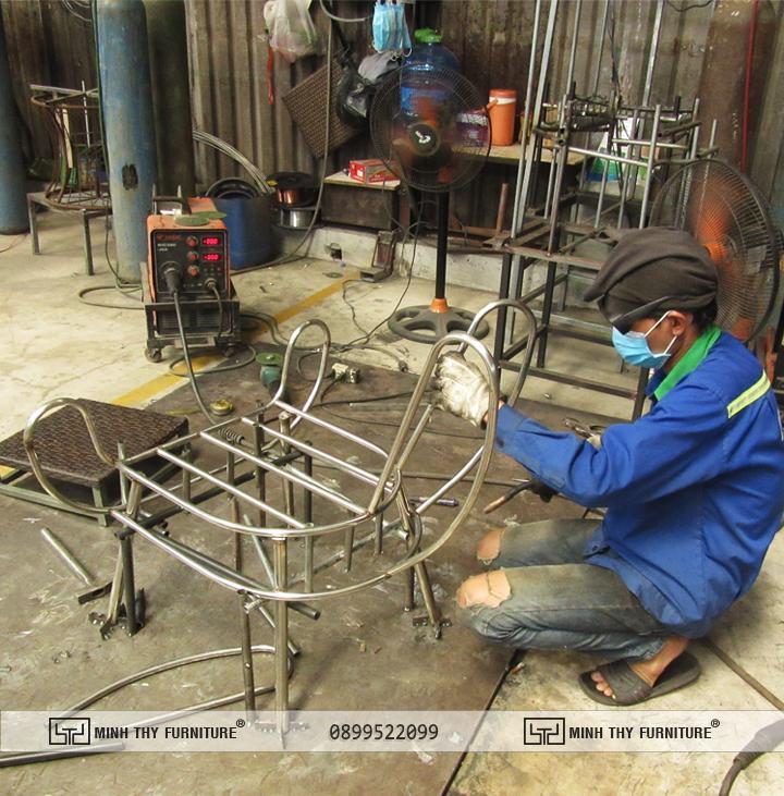 Công đoạn sản xuất khung ghế cafe cao cấp MT 2A223