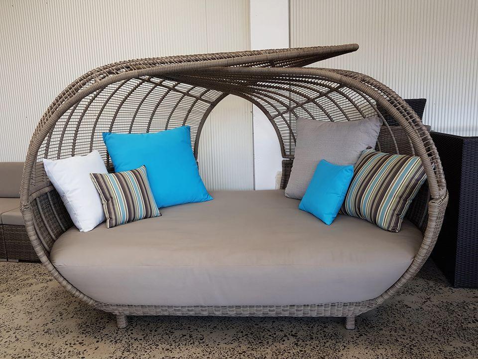 giường hồ bơi kiểu dáng độc đáo